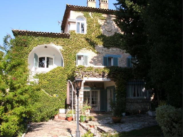 Виды недвижимости Франции:пентхаусы, таунхаусы и особняки