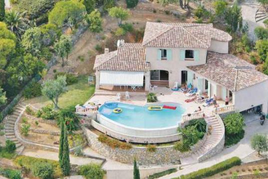 Кавалер-сюр-Мер: современный курорт с доступной недвижимостью