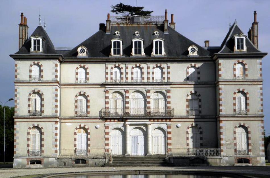 Старинная недвижимость во Франции может быть яркой