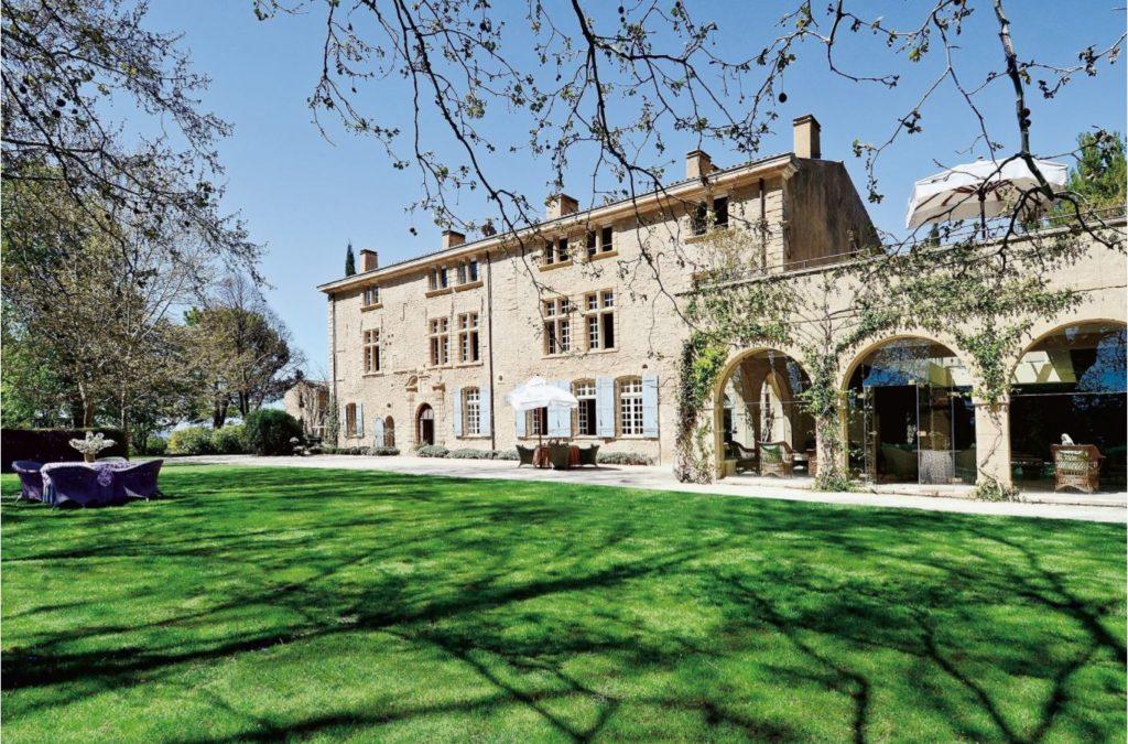 Замок Sannes в Люберон планирует приобрести Пьер Гаттаз