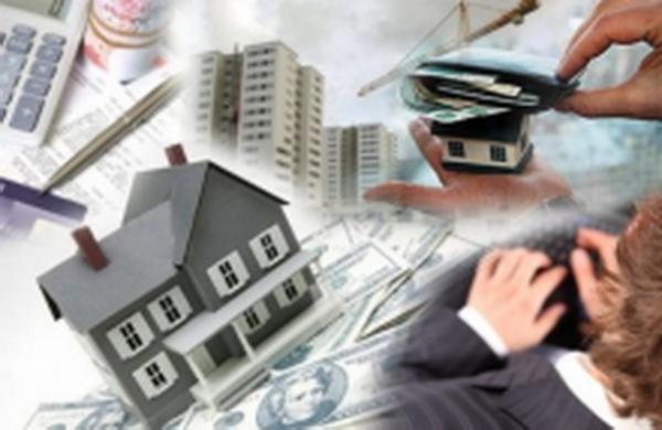 Жилищный налог (taxe d'habitation) Жилищный налог — местный вид сборов, который уплачивается не только жильцами (собственниками, нанимателями), но и лицами, которые владеют недвижимостью, но фактически там не проживают. Подобным налогом облагаются только помещения, предназначенные для проживания, а также относящиеся к ним подсобные здания . Жилищный налог не взимается с помещений, облагаемых Территориальным экономическим сбором (Contribution Economique Territoriale). От жилищного налога освобождаются: - здания сельскохозяйственного назначения (конюшни, амбары); - помещения, предназначенные для проживания учащихся школ и пансионов; - офисные помещения государственных служащих; - университетские общежития, находящихся в ведении CROUS (Centre régional des oeuvres universitaires et scolaires — Региональный центр по делам университетов и школ). Помещения или земельные участки, находящиеся рядом с жильём, могут рассматриваться, по своему назначению или местоположению как его часть. Заметим, что здание может быть даже и не смежным с жильём . Гаражи и автомобильные парковки, расположенные в километре от жилья, к нему не относятся и, таким образом, специальным налогом не облагаются. Комнаты для прислуги относятся к жилью и, таким образом, облагаются предусмотренным налогом . Жилые автофургоны не облагаются подобным налогом, если они используются для передвижения. Жилищный налог взимается только с меблированных помещений. Жилищный сбор не предусмотрен для пустующего жилья (logement vacant). В отношении него действует отдельный налог.