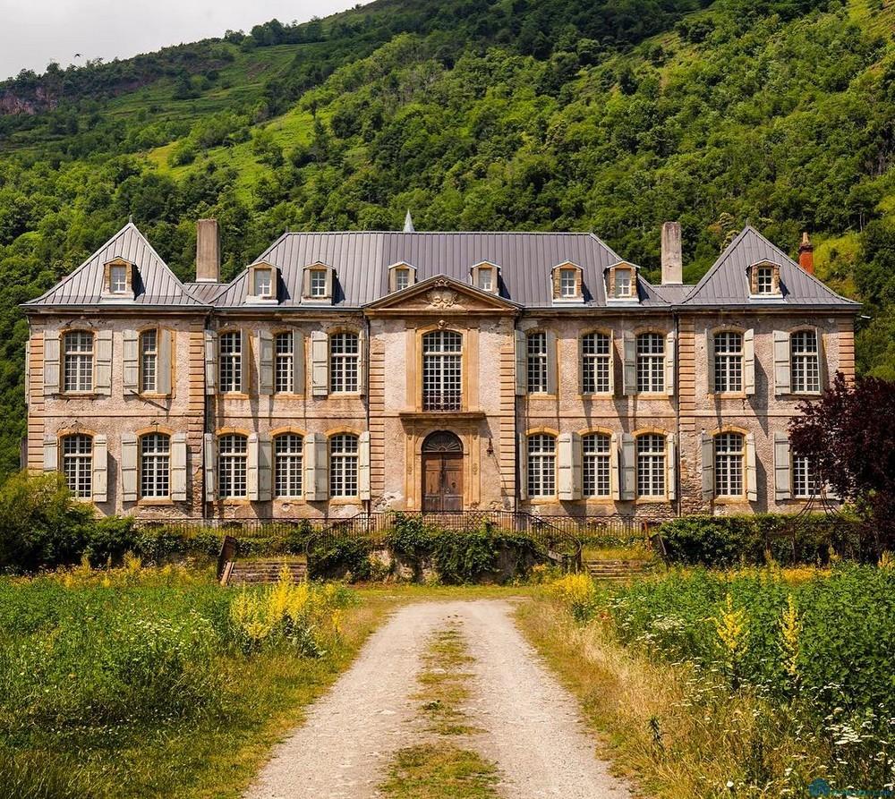 Во Франции откроется отель в старинном замке
