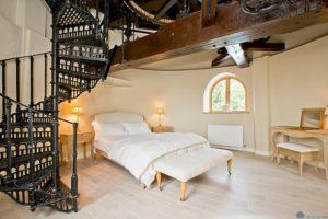 За 1.38 миллиона фунтов можно купить оригинальный дом в виде старинной мельницы