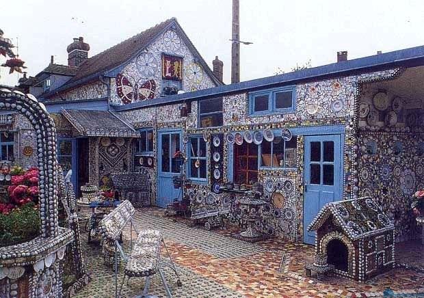 Дом-музей из разбитой посуды