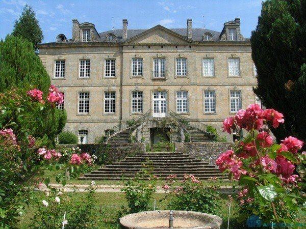 Пятерка самых красивых замков ищет новых владельцев