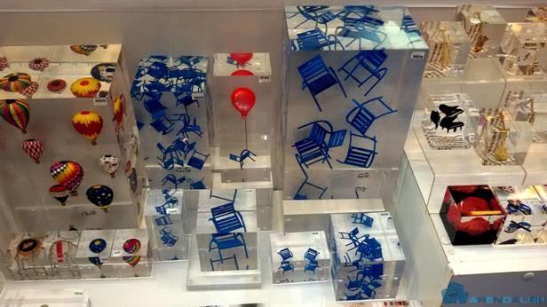 Синие стулья - символ Ниццы