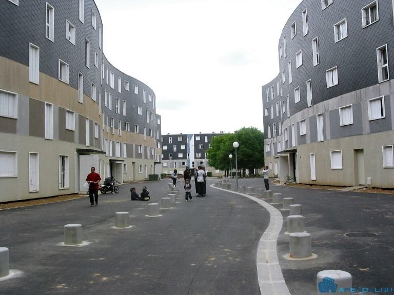 Министр Жак Мезард о социальном жилье