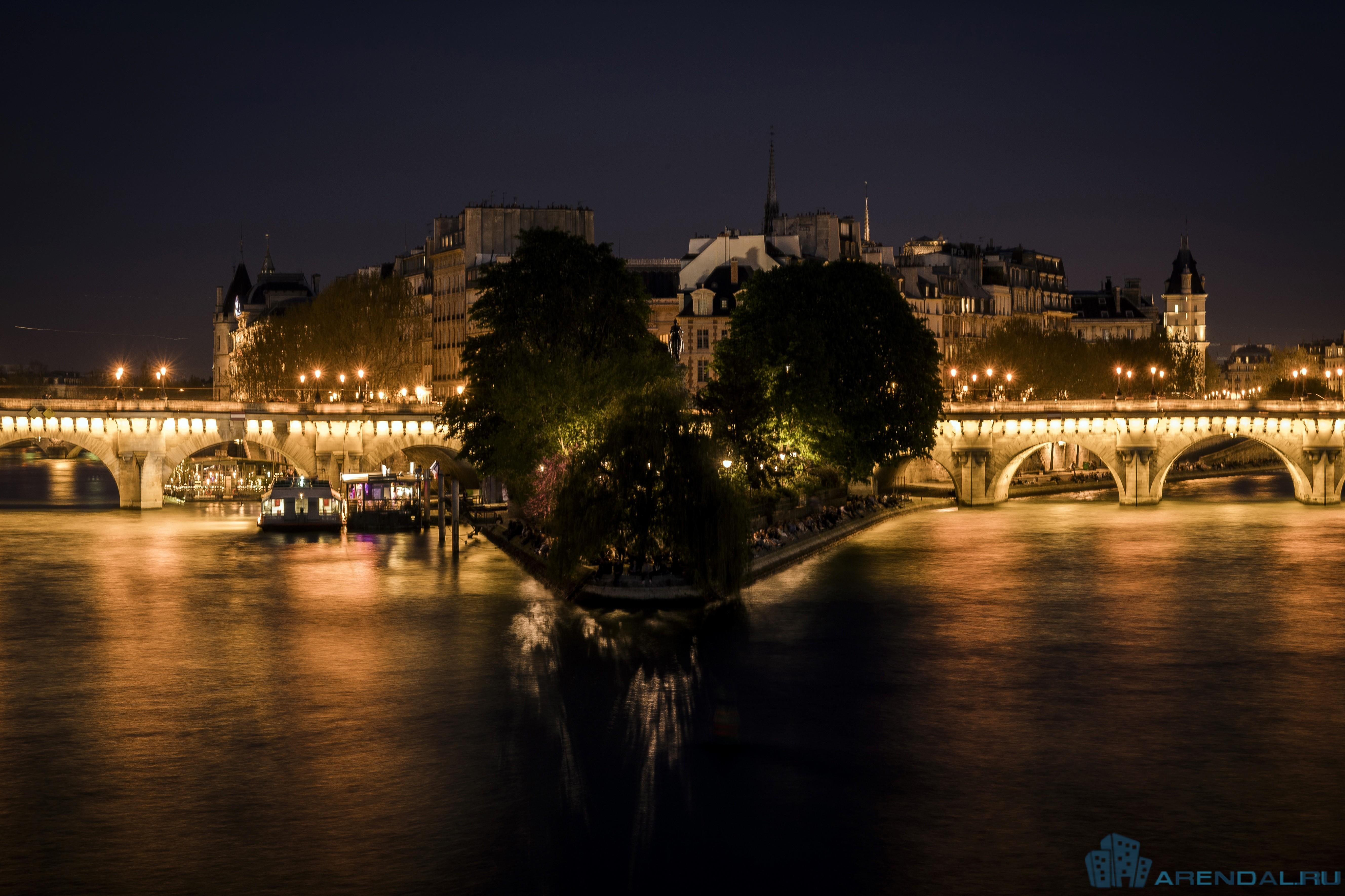 Таинственный особняк Парижа продан по цене в 52 000 евро за квадратный метр